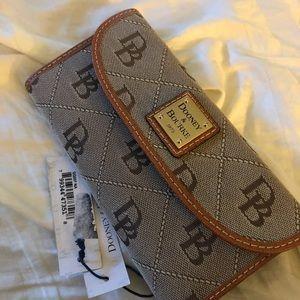 Dooney Macy's wallet